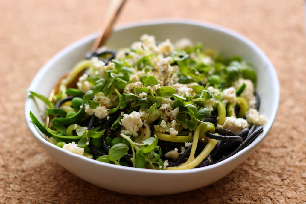 Lemony squid ink spaghetti with zucchini and basil #pescatarian #fresh #pasta #Inspiralizer